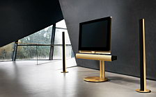 Bang & Olufsen BeoVision 7 40 with BeoLab 7 2 on motorised floor stand with BeoLab 6002 golden series обои HD и широкие обои для рабочего стола
